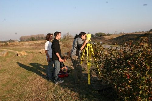 Relevé au tachéomètre laser (Cliché M. Monteil, 2010)